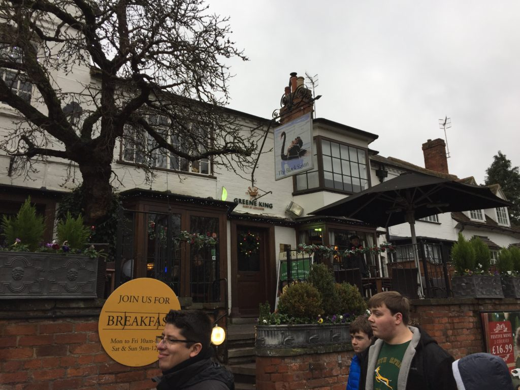The actors that come to Stratford-upon-Avon almost always drink beer in this pub.