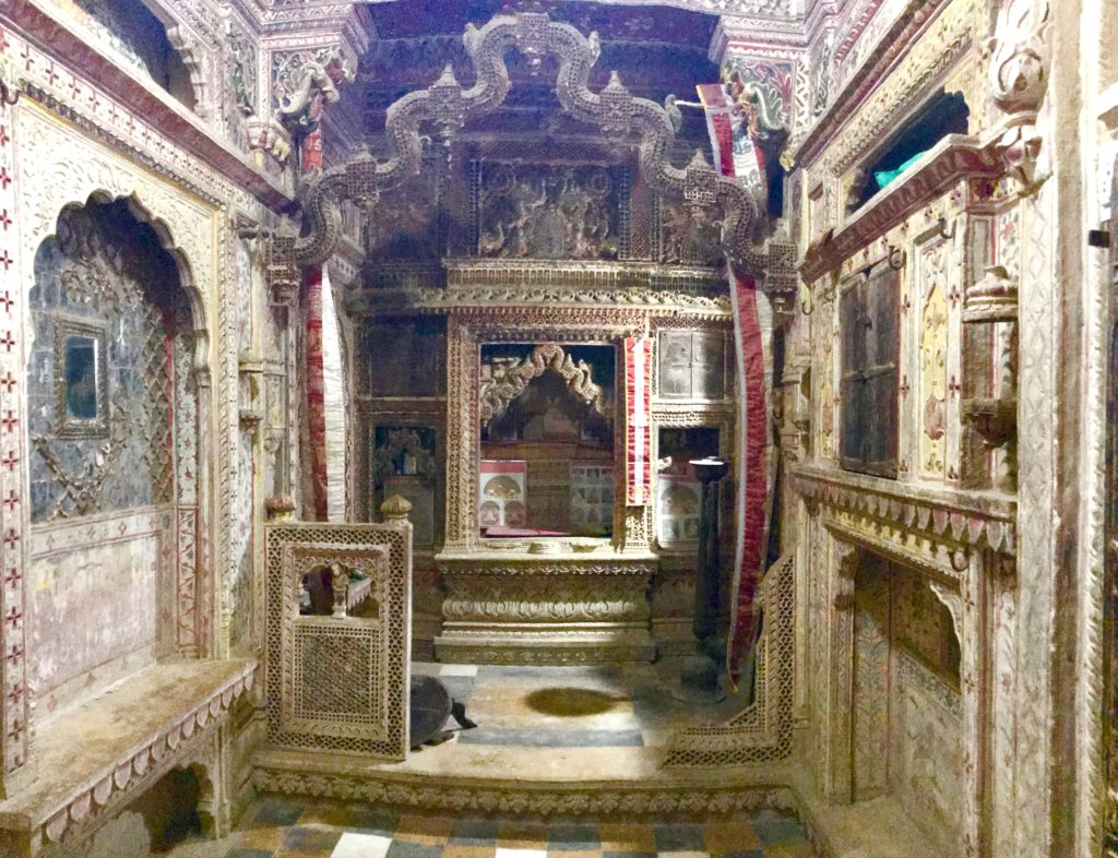 The eldest of the five brothers lived this haveli. Naturally this haveli has the family temple. The entire family would come here for prayer every day. It must have been the most ornate room and it's still amazing! But, the statues are missing. When the Jains started leaving Jaisalmer for greener pastures in mid 1900s, they donated the statues to the temples in the Fort. Thousands of such statues now reside in the temples within the fort.
