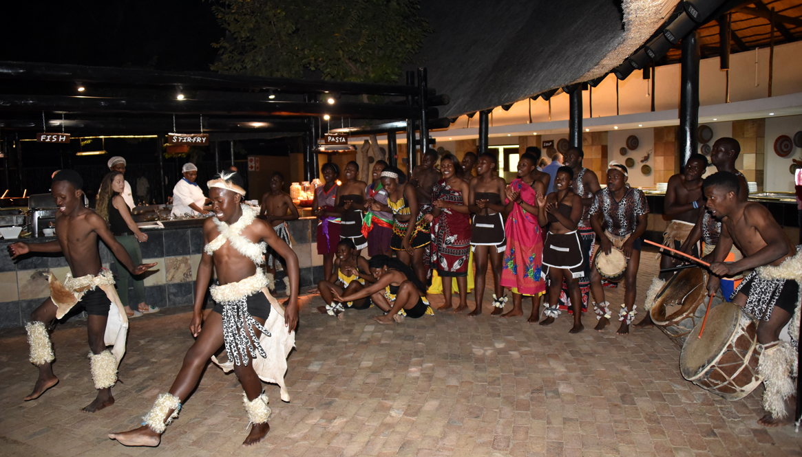 Dinner and traditional performing arts at Protea hotel